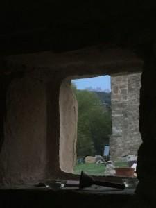 Dins la Cova, fora, la Llum! La muntanya que crida, sagrada...